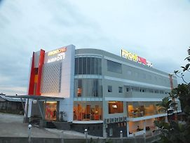 Front One Hotel Airport Solo photos Exterior
