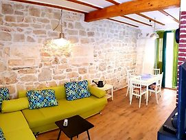 Traditional Suite With Green Patio In Vis Town photos Exterior