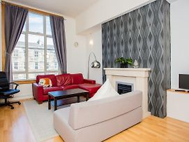 2 Bedroom Flat In Edinburgh photos Exterior