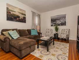 Bright, Spacious, 1 Bedroom Washington Square, Steps To Train, Parking Avail photos Exterior