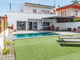 Fantastic Holiday Home In Sant Pere Pescador Spain With Pool photos Exterior