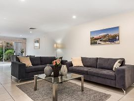 Adelaide Style Accommodation-Close To City-3 Bedroom Townhouse photos Exterior