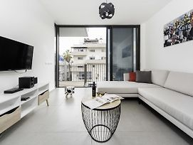 City Living Apartment W/ Parking & Balcony By Sea N' Rent photos Exterior