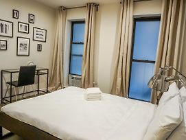 2 Bedrooms 1 Bathroom By Times Square photos Exterior