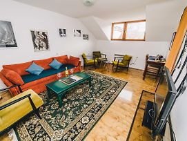 Authentic And Traditional Apartment At Best Location Free Parking photos Exterior