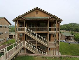 Pool Hot Tub 2.2 Miles From Silver Dollar City Free Wifi #703605 2 Bedroom Condo photos Exterior