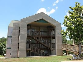 Pool Hot Tub Free Wifi 2.2 Miles From Silver Dollar City #703591 2 Bedroom Condo photos Exterior