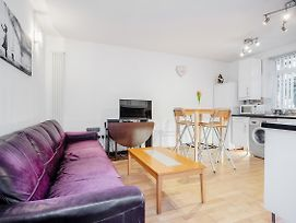 Modern Apartment Rooms In Vauxhall Zone 1 London photos Exterior