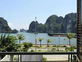Ha Long Lily Homestay photos Exterior