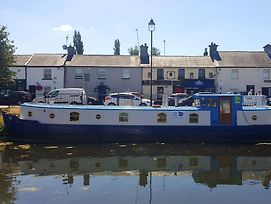 Roisin Dubh Houseboat photos Exterior
