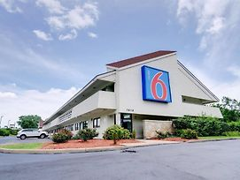 Motel 6 Kansas City Mo photos Exterior