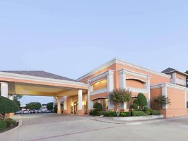 Days Inn By Wyndham Irving Grapevine Dfw Airport North photos Exterior