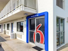 Motel 6 Redding Central photos Exterior