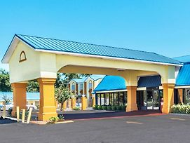 Days Inn By Wyndham Troy photos Exterior