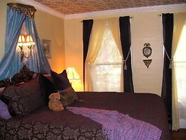 Larelle House Bed And Breakfast photos Room