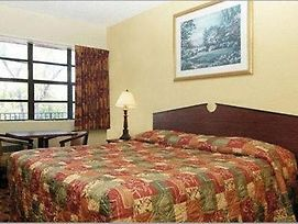 Econo Lodge Inn And Suites photos Room