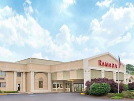 Ramada By Wyndham Whitehall/Allentown photos Exterior