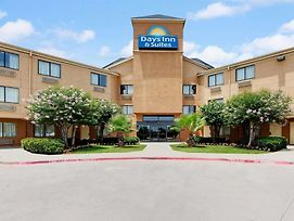 Days Inn & Suites By Wyndham Desoto photos Exterior