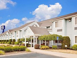 Microtel Inn & Suites By Wyndham Wellsville photos Exterior