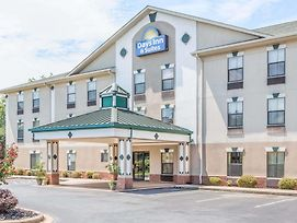 Days Inn & Suites By Wyndham Morganton photos Exterior