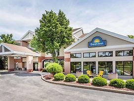 Days Inn & Suites By Wyndham Madison photos Exterior