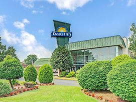 Days Inn By Wyndham Arlington/Washington Dc photos Exterior