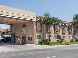 Super 8 By Wyndham Bakersfield South Ca photos Exterior