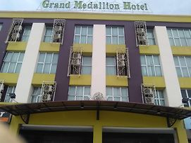 Grand Medallion Hotel photos Exterior