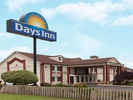 Days Inn By Wyndham Shawnee photos Exterior