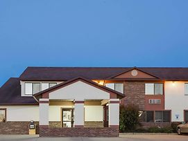 Super 8 By Wyndham Oelwein photos Exterior