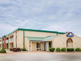 Days Inn By Wyndham Monett photos Exterior