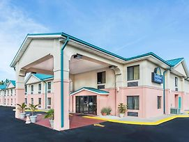 Days Inn By Wyndham Panama City/Callaway photos Exterior