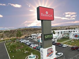 Ramada By Wyndham Kingman photos Exterior