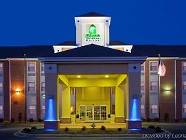 Holiday Inn Express Prince Frederick photos Exterior