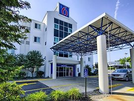 Motel 6 Portsmouth photos Exterior