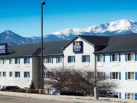 Crestwood Suites Of Colorado Springs photos Exterior