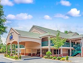 Days Inn & Suites By Wyndham Peachtree City photos Exterior