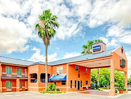 Travelodge By Wyndham San Antonio Lackland A F B photos Exterior