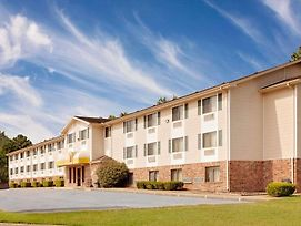 Super 8 By Wyndham Fayetteville photos Exterior