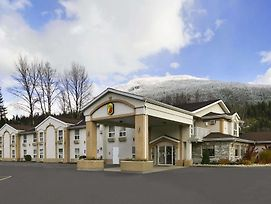 Super 8 By Wyndham Revelstoke Bc photos Exterior