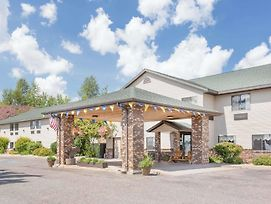 Days Inn By Wyndham Iron Mountain photos Exterior