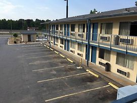 Super 7 Inn Little Rock photos Exterior