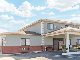 Super 8 By Wyndham Poplar Bluff Missouri photos Exterior