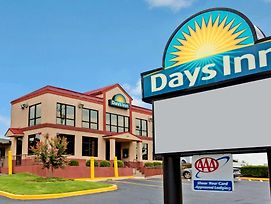 Days Inn By Wyndham Lawrenceville photos Exterior