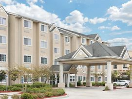 Microtel Inn And Suites Baton Rouge Airport photos Exterior