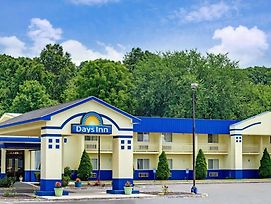 Days Inn By Wyndham Southington photos Exterior