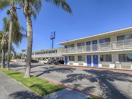 Motel 6 San Bernardino South photos Exterior