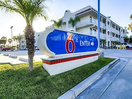 Motel 6 Oceanside photos Exterior