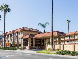 Super 8 By Wyndham Anaheim/Disneyland Drive photos Exterior