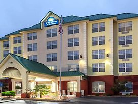 Days Inn & Suites By Wyndham Tucker/Northlake photos Exterior